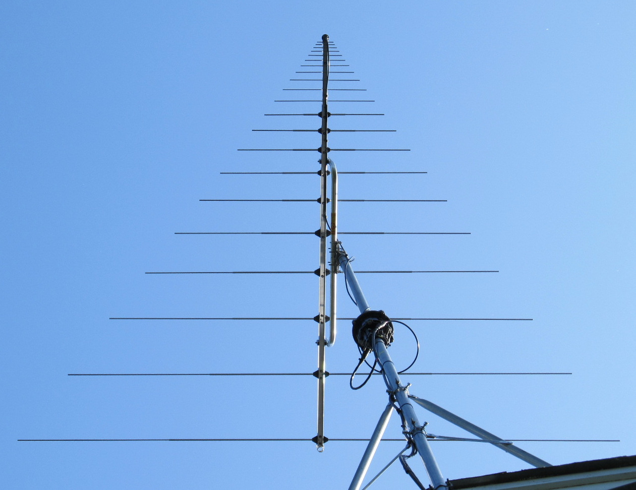 Homebrew RF Circuit Design Ideas together with Homemade Carolina Windom Antenna furthermore Homemade Tv Antenna  lifier furthermore 21 Things To Do Build An Antenna additionally Frank radio antenna magloop. on fm radio antenna homemade